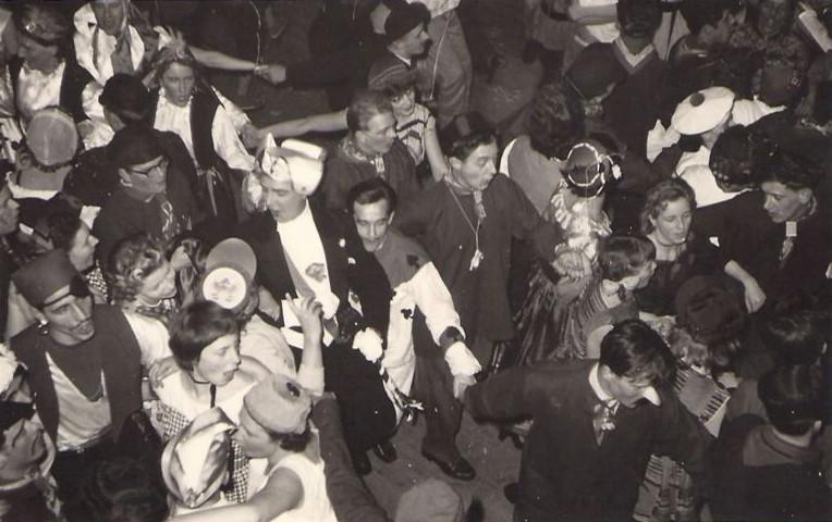 Prins Jan tussen de feestvierders